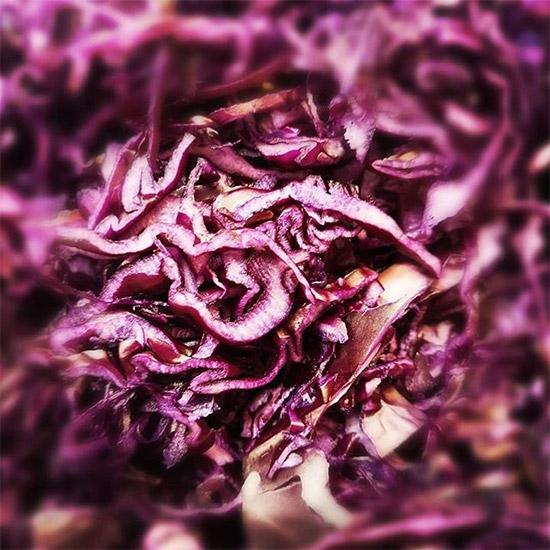 Frisch geschnittener Rotkohl